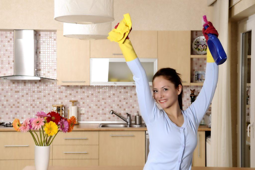 женщина и уборка